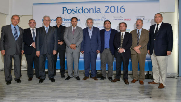 φωτογραφία από τη Συνέντευξη Τύπου (από αριστερά προς τα δεξιά: κ. Ιωάννης Μαραγκουδάκης, Πρόεδρος ΠΟΙΑΘ, κ. Χαράλαμπος Φαφαλιός, Πρόεδρος της Ελληνικής Επιτροπής Ναυτιλιακής Συνεργασίας του Λονδίνου, κ. Θεόδωρος Ε. Βενιάμης, Πρόεδρος της Ένωσης Ελλήνων Εφοπλιστών, κ. Γιάννης Μώραλης, Δήμαρχος Πειραιά, Θεόδωρος Βώκος, Εκτελεστικός Διευθυντής, Εκθέσεις Ποσειδώνια Α.Ε, κ. Θεόδωρος Δρίτσας, Υπουργός Ναυτιλίας & Νησιωτικής Πολιτικής, κ. Χρήστος Λαμπρίδης, Γ.Γ. Λιμένων, Υπουργείο Ναυτιλίας & Νησιωτικής Πολιτικής, κ. Χαράλαμπος Σημαντώνης, Πρόεδρος Ένωσης Εφοπλιστών Ναυτιλίας Μικρών Αποστάσεων, κ. Γιάννης Κ. Λύρας, Πρόεδρος της Συντονιστικής Επιτροπής των Ποσειδωνίων, κ. Γεώργιος Δ. Πατέρας, Πρόεδρος του Ναυτικού Επιμελητηρίου Ελλάδος).