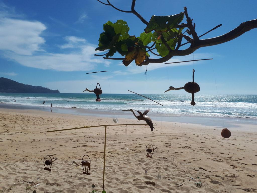 Χειροποίητα αριστουργήματα από πλανόδιους πωλητές σΧειροποίητα αριστουργήματα από πλανόδιους πωλητές στην Surin Beachτην Surin Beach