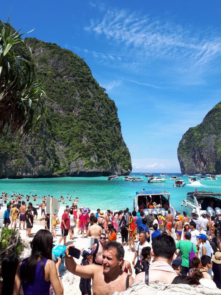 "Tα Phi Phi Island με τη ""Χολυγουντιανή"" Maya Bay από την ταινία ""The Beach"""