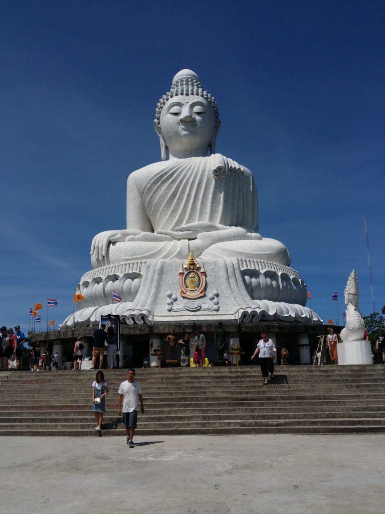 Το Μνημείο του μεγάλου Βουδα ύψους 45 μέτρων από λευκό μάρμαρο νεφρίτη