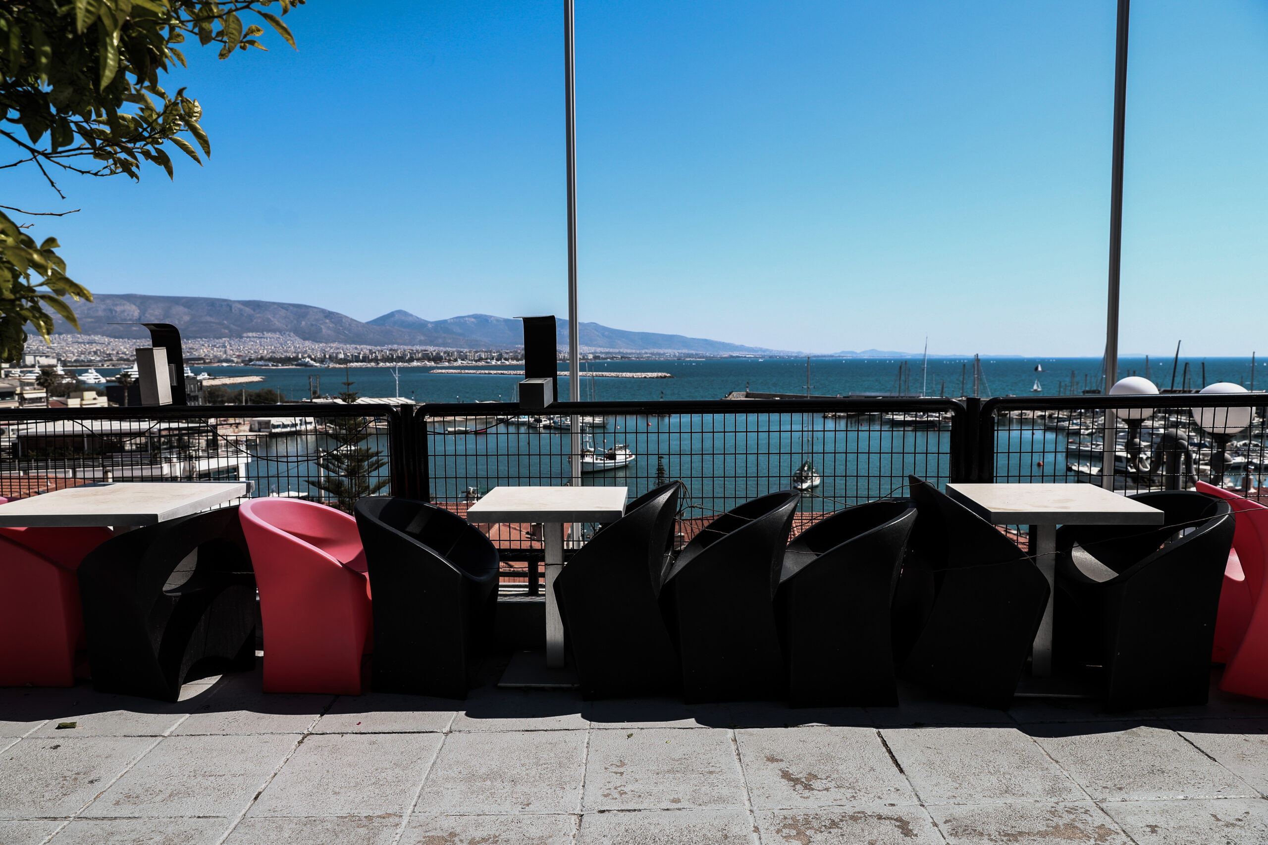 Διευκολύνσεις-ανάσα από το Δήμο Πειραιά στους επαγγελματίες της εστίασης