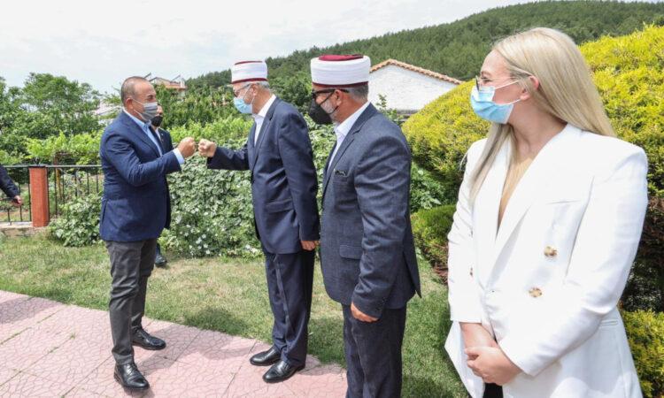 """Ο Τσαβούσογλου δήλωσε ότι επισκέφτηκε """"τουρκικά γυμνάσια"""" στη Θράκη"""