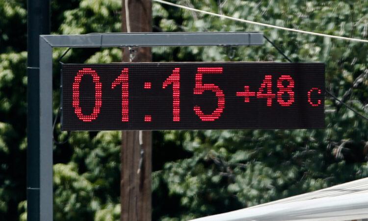 Κορυφώνεται το κύμα καύσωνα με θερμοκρασίες έως 43 βαθμούς
