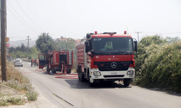 Πυρκαγιά στην Ανάβυσσο - Εκκενώνεται προληπτικά ο οικισμός Καταφύγι