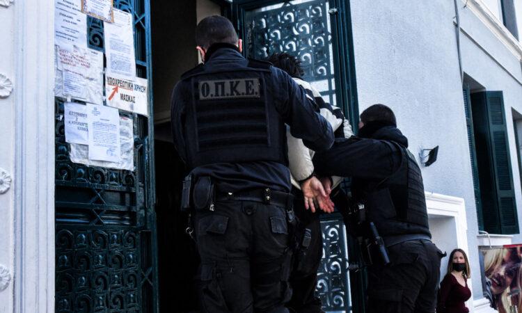 Τρεις συλλήψεις για εισαγωγή ναρκωτικών και κινητών τηλεφώνων στο νοσοκομείο των φυλακών Κορυδαλλού