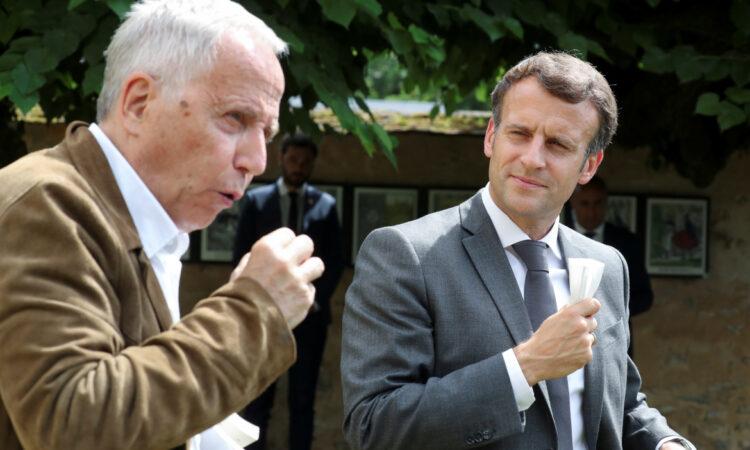 """Ο πρόεδρος Μακρόν υπερασπίζεται τον ποιητή των """"Μύθων"""" Ζαν ντε Λαφονταίν"""