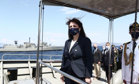 ΠτΔ Κ. Σακελλαροπούλου: «Εθνική υπερηφάνεια και σεβασμό προς τους άνδρες και τις γυναίκες του Πολεμικού Ναυτικού