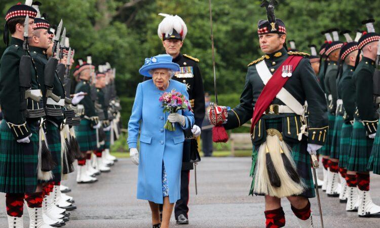 Πότε θα συναντηθεί η βασίλισσα Ελισάβετ με τον Χάρη