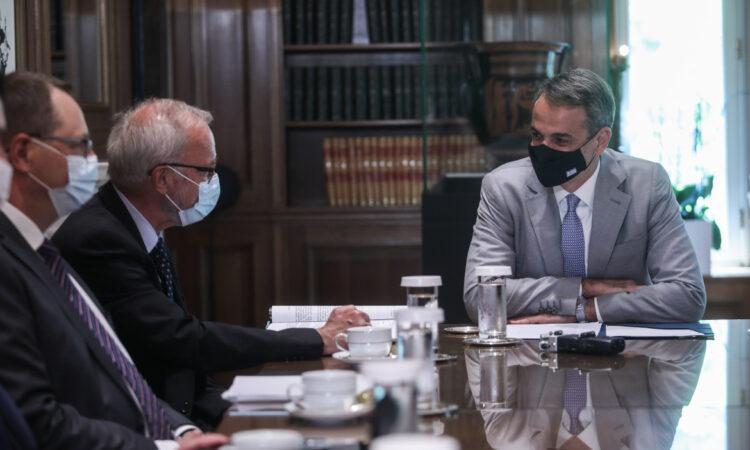 Συνάντηση του πρωθυπουργού με τον πρόεδρο της ΕΤΕπ