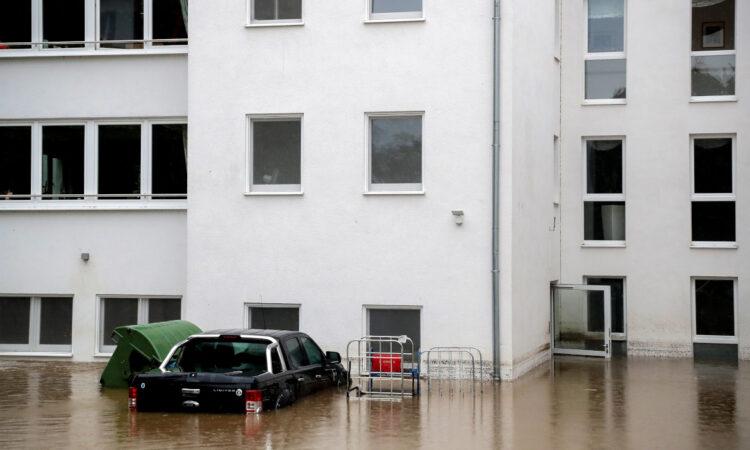 Η Γερμανία πλήττεται από σφοδρές καταιγίδες και πλημύρες