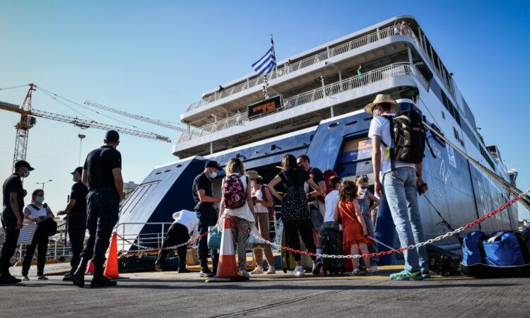 Ν. Κοκκάλας: Περισσότεροι από 200.000 έφυγαν από το λιμάνι του Πειραιά το πρώτο δεκαήμερο του Ιουλίου (ηχητικό)