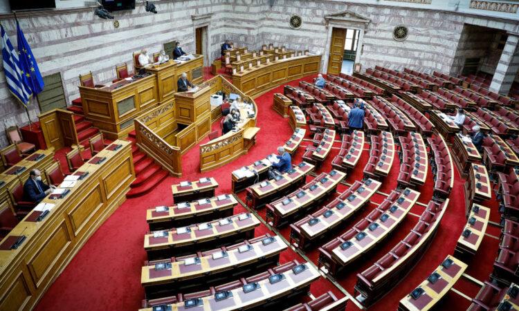 Αντιπαράθεση κυβέρνησης και αντιπολίτευσης για κόκκινα δάνεια και μικρομεσαίες επιχειρήσεις